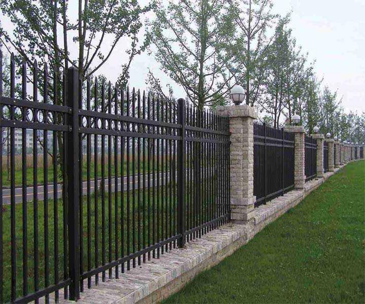 中护湛江安置区围墙护栏 烤漆锌钢栅栏安装完成